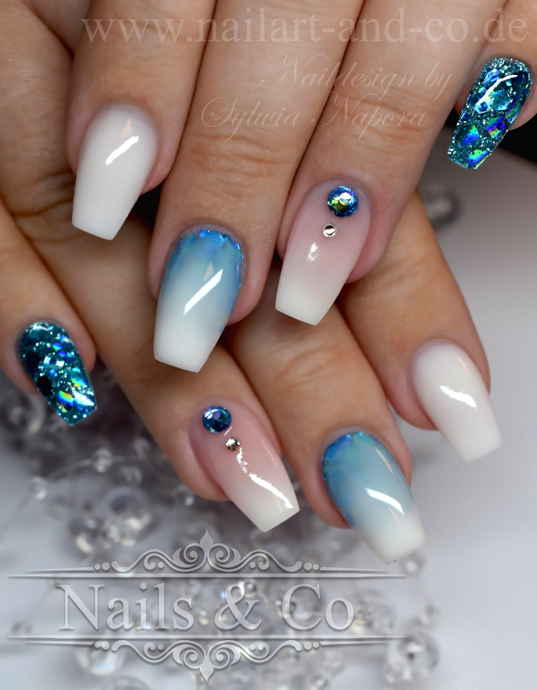 Nail Art Blau Weiß