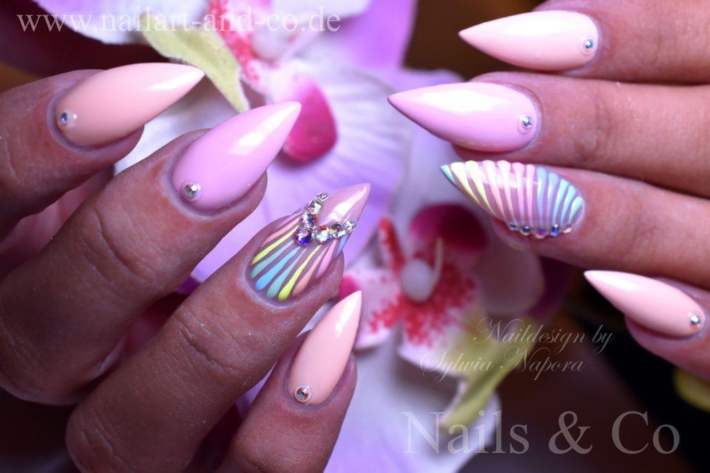 Sommer Nails