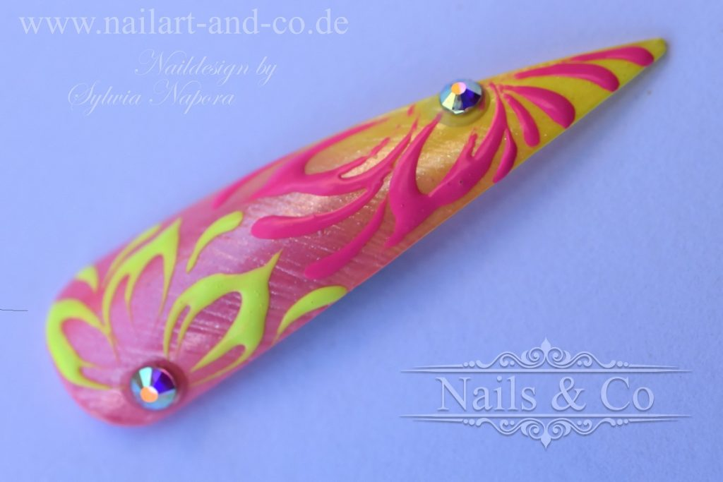 3D Blüten Nail Art